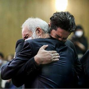 چهرهها/ عکسی دردناک از گریه همسر و پدر آزاده نامداری در آغوش یکدیگر