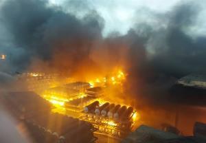 انفجار و آتشسوزی گسترده در یک شرکت تولیدی