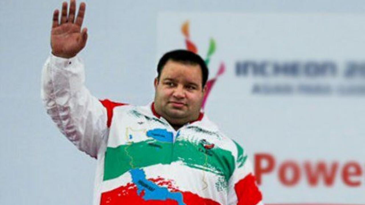 مدال طلای دسته فوق سنگین جهان بر گردن وزنه بردار معلول رفسنجانی