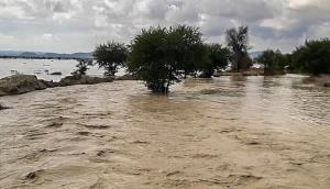بارندگی شدید در کلات باعث قطع راههای ارتباطی شد