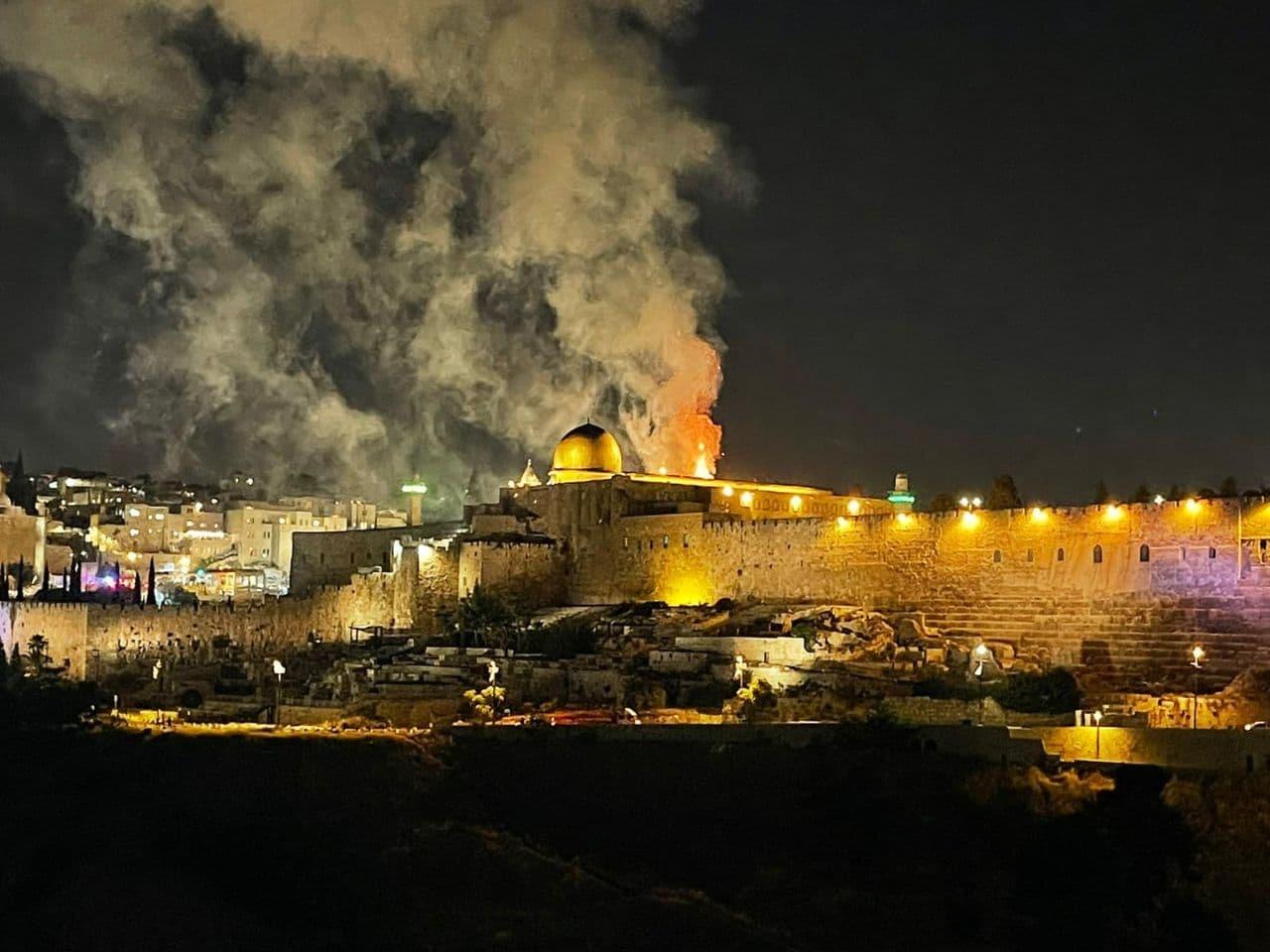 عکس/ مسجد الاقصی به آتش کشیده شد