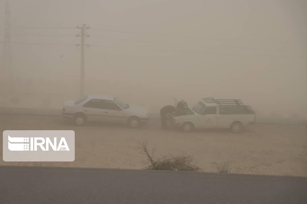 سرعت توفان در شهر اشکذر به ۷۲ کیلومتر بر ساعت رسید