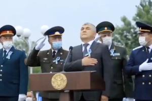 جنجال بر سر سلام نظامی مقامهای ارتش ازبکستان حین پخش سرود ملی