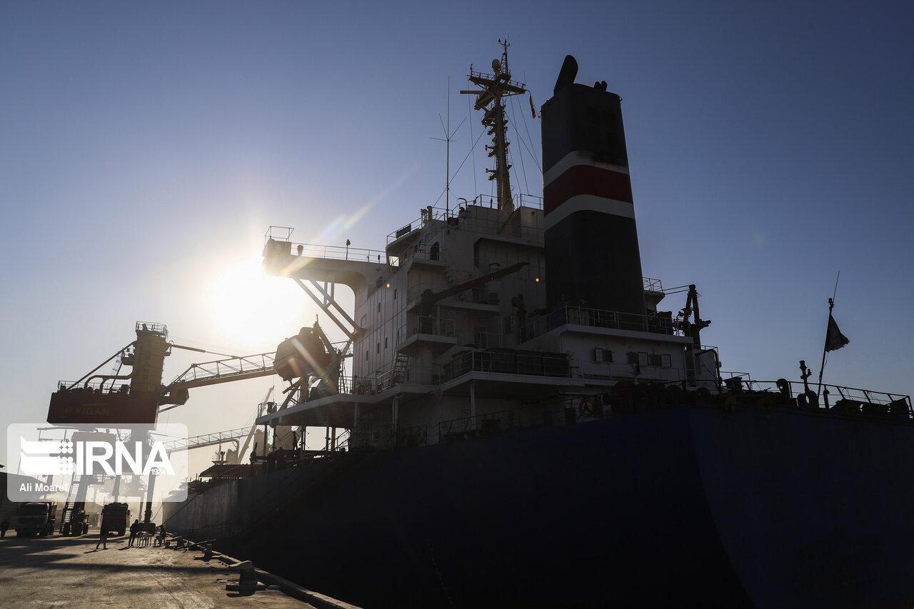 ۲ کشتی حامل گندم در بندر امام خمینی(ره) پهلو گرفتند