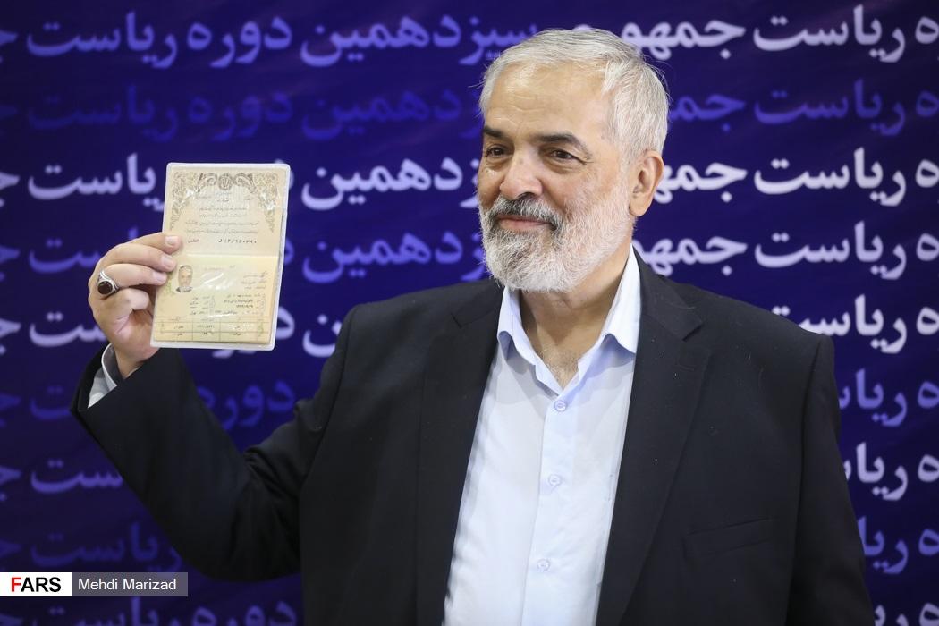 عکس/ نام نویسی قدیری ابیانه دیپلمات سابق در انتخابات 1400