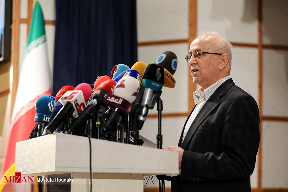 عکس/ نامنویسی نماینده سابق مجلس برای انتخابات ۱۴۰۰