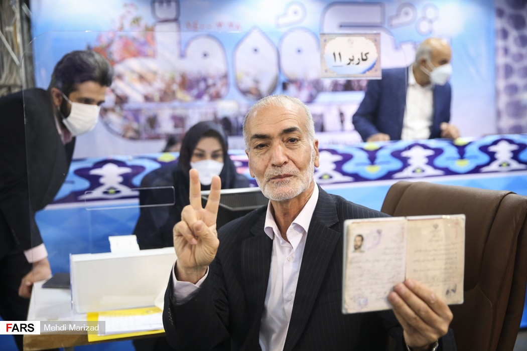 عکس/ ثبت نام دبیرکل جبهه مستقلین و اعتدالگرایان در انتخابات