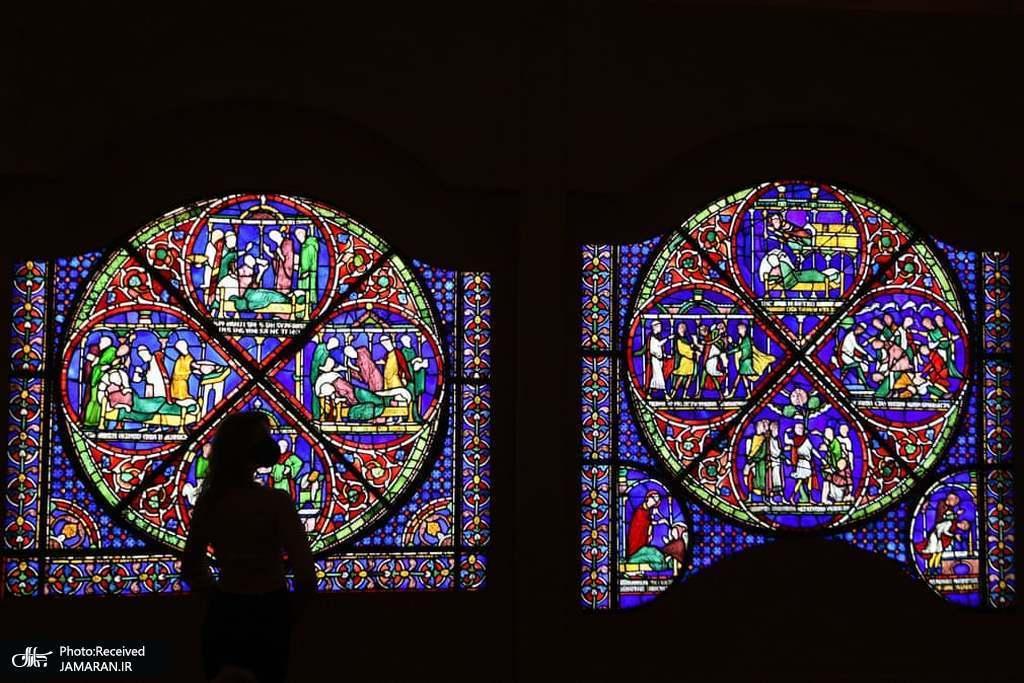 رونمایی از یک پنجره شیشه ای رنگی 800 ساله در موزه بریتانیا