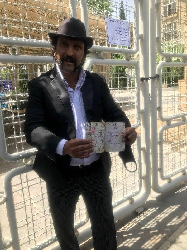 عکس/ لیدر فوتبال هم داوطلب ریاست جمهوری 1400 شد!