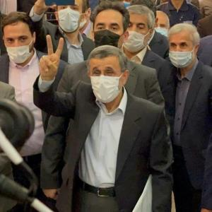 حاشیه های حضور مرد پرحاشیه سیاست؛ احمدی نژاد: رد صلاحیت شوم، رای نمیدهم