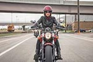 موتورسواری زنان؛ آزاد در قانون، ممنوع در خیابان