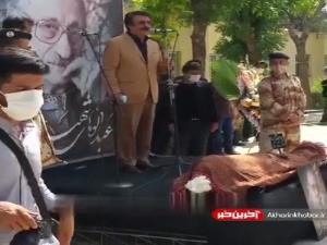 خوانش علیرضا افتخاری از آهنگ عبدالوهاب شهیدی در مراسم خاکسپاری ایشان