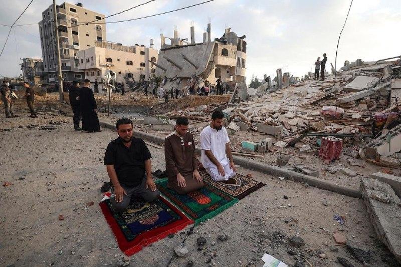 نماز عید فطر در بحبوحه بمباران رژیم صهیونیستی