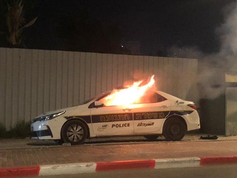 عکس/ خودروی پلیس رژیم صهیونیستی در شعله های آتش
