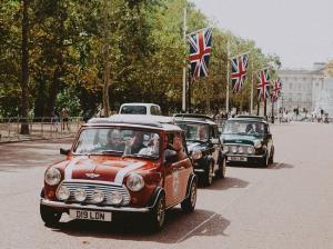 9 خودرویی که به دلیل محبوبیت بالا نماد هر کشور شده اند