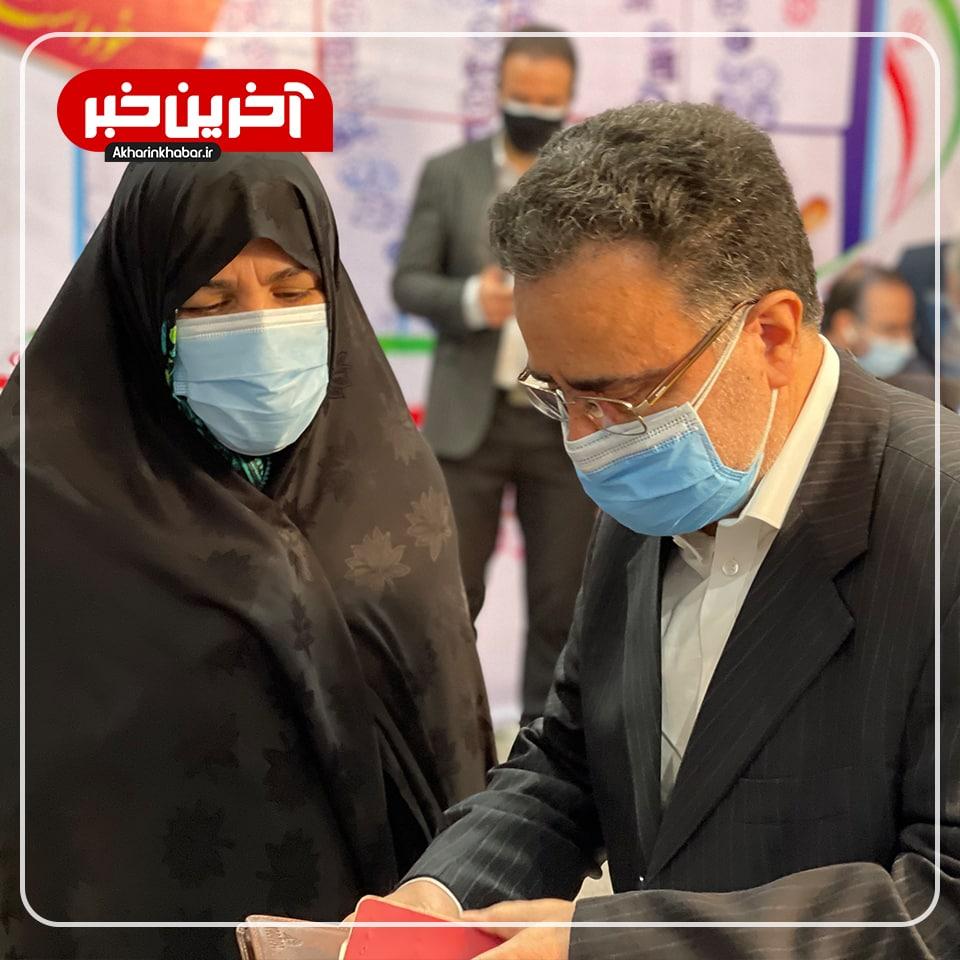 عکس/ حضور تاج زاده به همراه همسرش در ستاد انتخابات