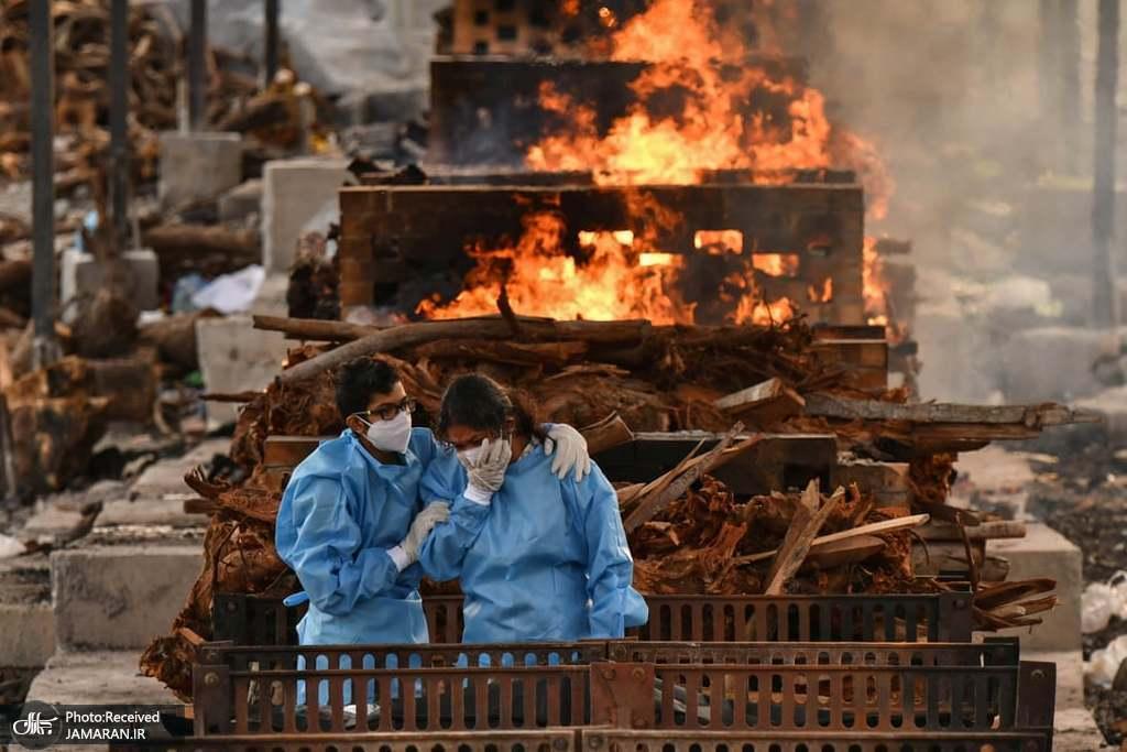 سوزاندن اجساد قربانیان ویروس کرونا در هند