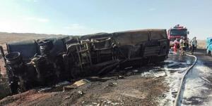 مرگ دلخراش ۲ نفر بر اثر انفجار تریلی در محور بجستان - فیضآباد