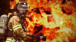 فیلمی از آتشنشانهایی که با کتک جان مردم را نجات دادند!