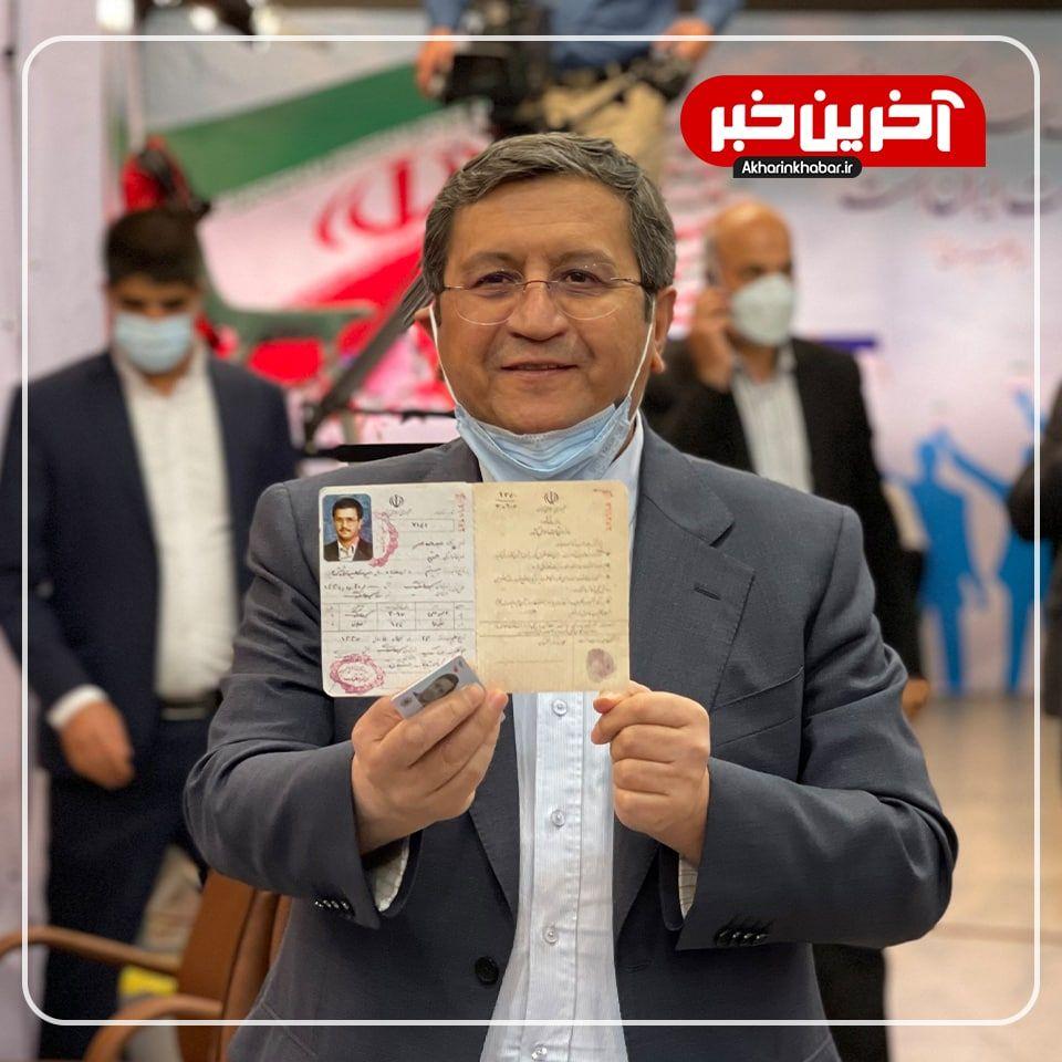 عکس/ رئیس بانک مرکزی هم در انتخابات ثبت نام کرد