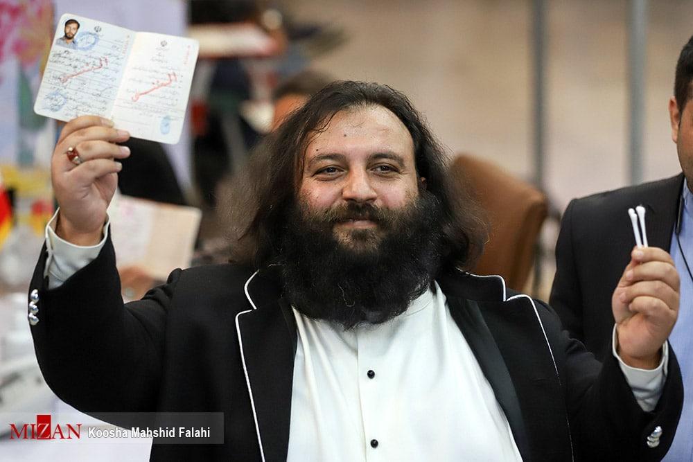 عکس/ ثبت نام داوطلب انتخابات ریاست جمهوری با گوش پاککن!