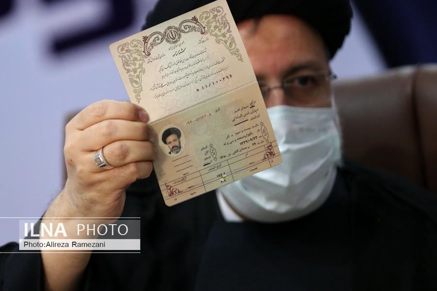 عکس/ نمایی نزدیک از صفحه اول شناسنامه سید ابراهیم رئیسی