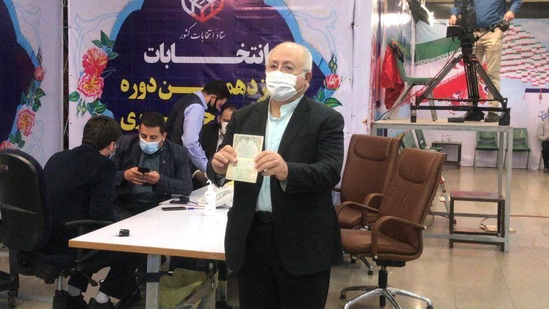عکس/ محمدجواد حقشناس در انتخابات ثبت نام کرد