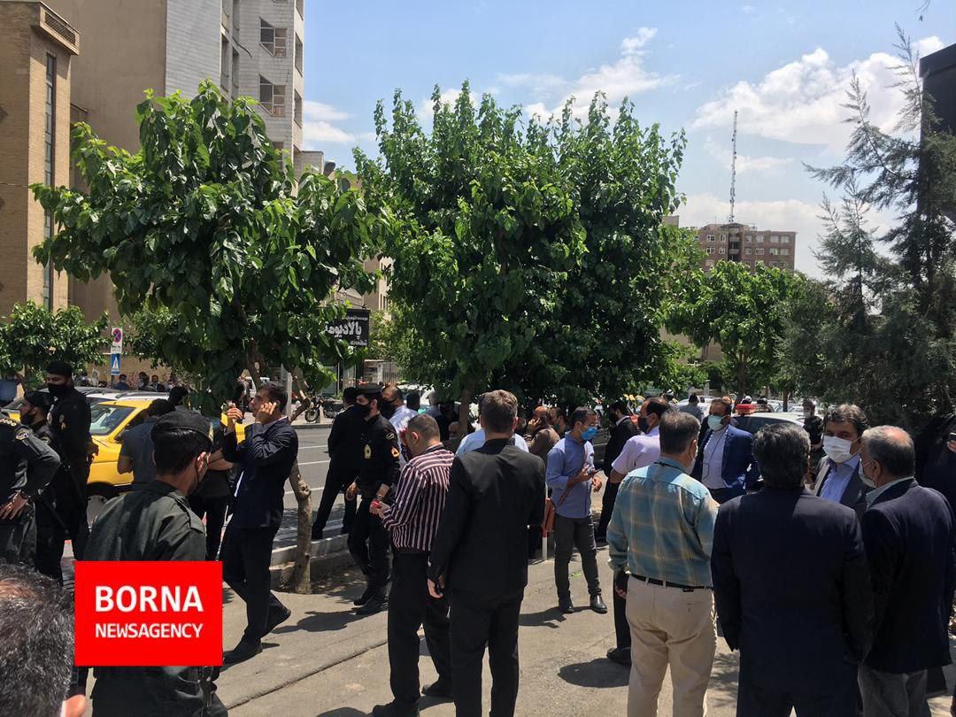 حال و هوای مقابل درب ستاد انتخابات کشور