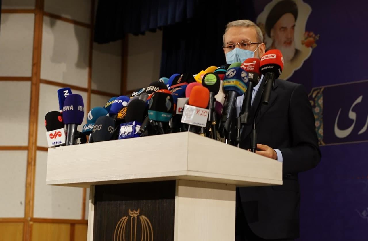 لاریجانی: حوزه اقتصاد نه پادگان است نه دادگاه