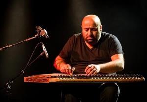 اجرای ساز زیبای قانون از آیتاچ دوغان، هنرمند ترکیه ای
