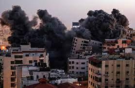 لحظه فرو ریختن برج الجلاء در حمله هوایی اسرائیل