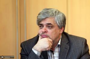 مهاجری: ورود لاریجانی پیروزی بلامنازع رئیسی را زیر سوال می برد