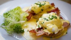 صبحانه/ تخم مرغ بندیکت یک صبحانهی مخصوص و خوشمزه