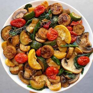 طرز تهیه خوراک سوسیس رژیمی خوشمزه با سبزیجات کم کالری