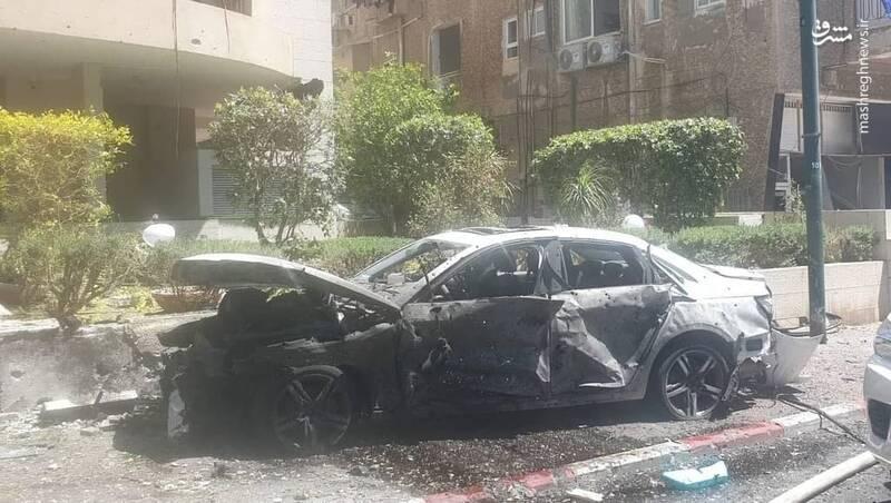 خودرویی که در تل آویو مورد اصابت راکت قرار گرفت