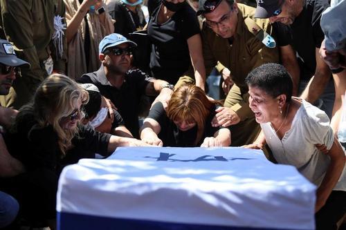 تابوت یک سرباز اسرائیلی کشته شده در شهر ایلات