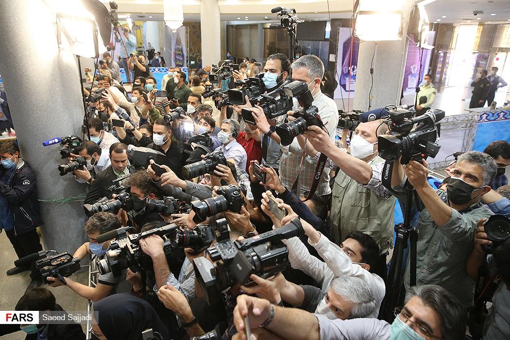 حضور اصحاب رسانه های داخلی و خارجی درآخرین روز ثبتنام انتخابات