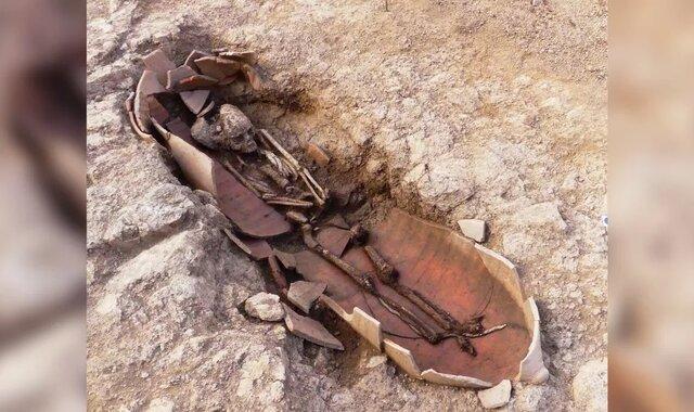 کشف بقایای انسانها در خمرههای بزرگ