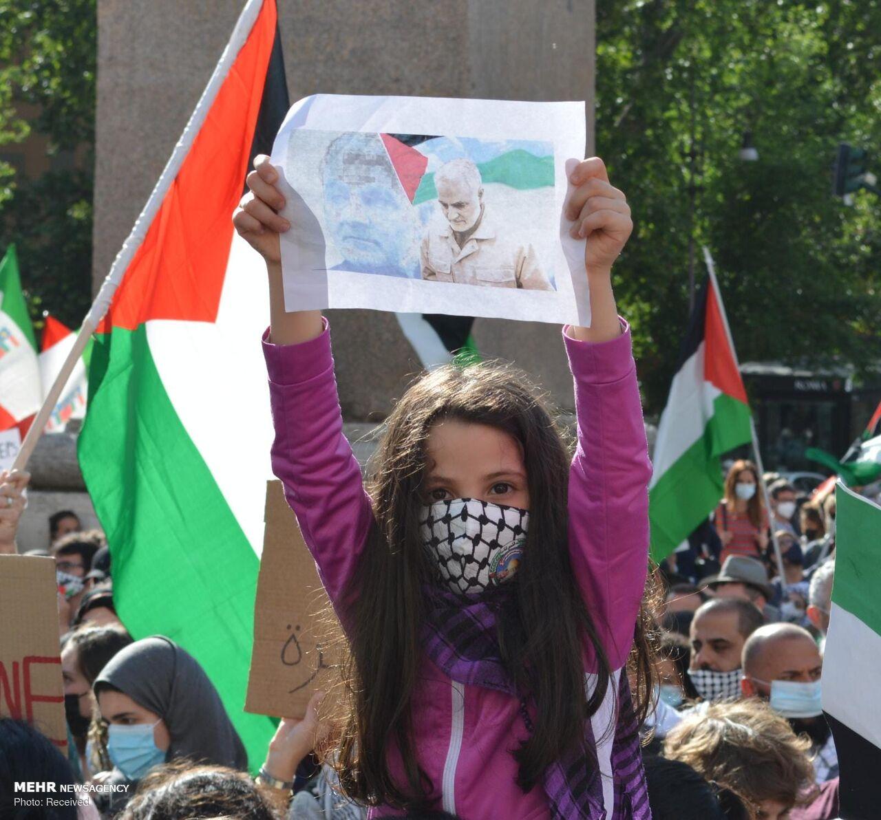 عکس/ تصویر حاج قاسم در دست حامیان فلسطین در ایتالیا
