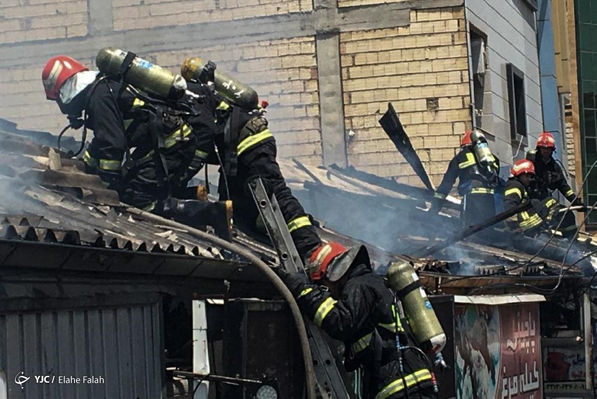 عکس/ خسارت آتش سوزی چند باب مغازه در رشت