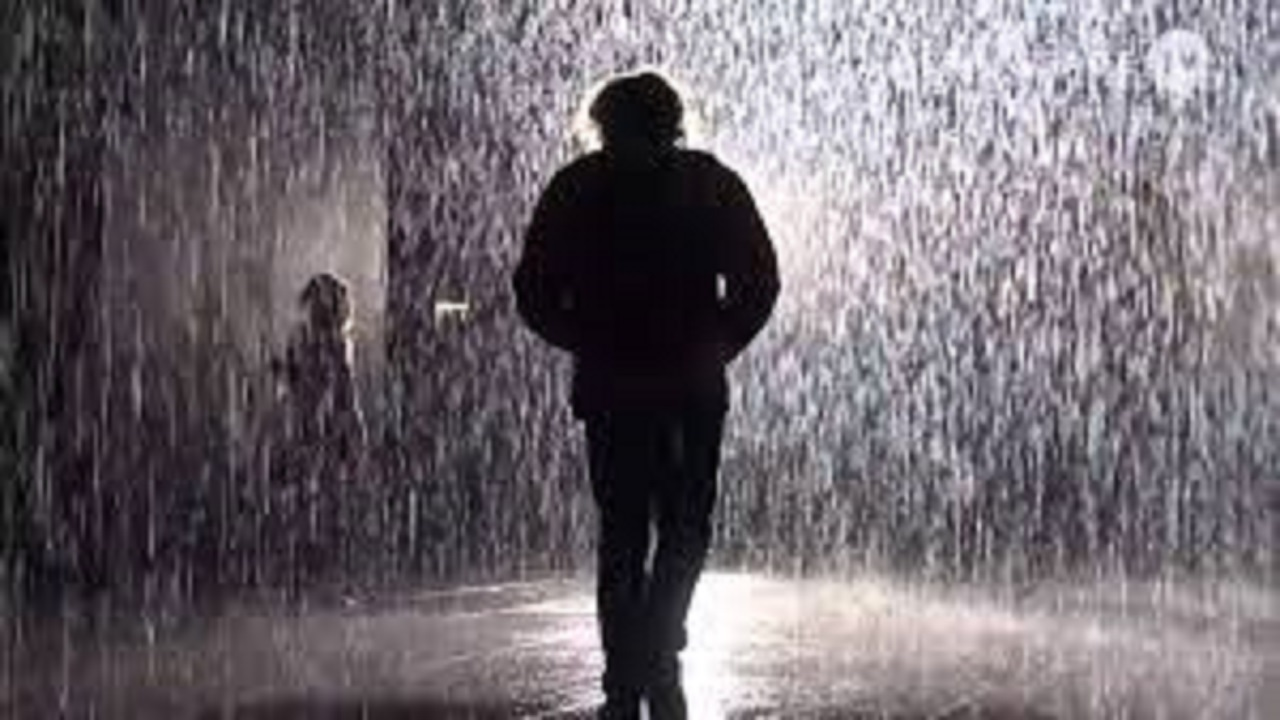 قدم زدن زیر باران چه خطراتی دارد؟
