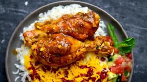 طرز تهیه سس مرغ مجلسی؛ یک چاشنی عالی برای خوراک مرغ