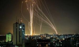 شادی اهالی قدس از دیدن موشک هایی که به سوی تل آویو می روند