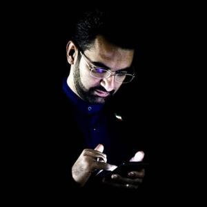 آذری جهرمی: کاندیداهای ریاست جمهوری برای تبلیغات بسته اینترنت می گیرند
