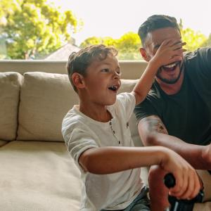 حماسه آفرینی پدرها در کندن دندان لق بچه ها