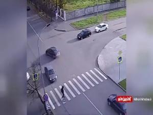بی توجهی عابر و راننده در عبور از چهارراه