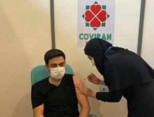 مشاور وزیر بهداشت هم واکسن ایرانی زد