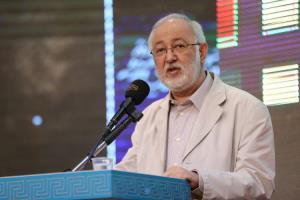 قرآن در ادبیات ایرانی تجلی زیادی داشته است