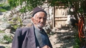 تزریق واکسن کرونا به پیرترین مرد کشور در آذربایجانشرقی