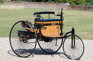 اولین اتومبیل دنیا توسط بنز در سال ۱۸۸۵ ساخته شد